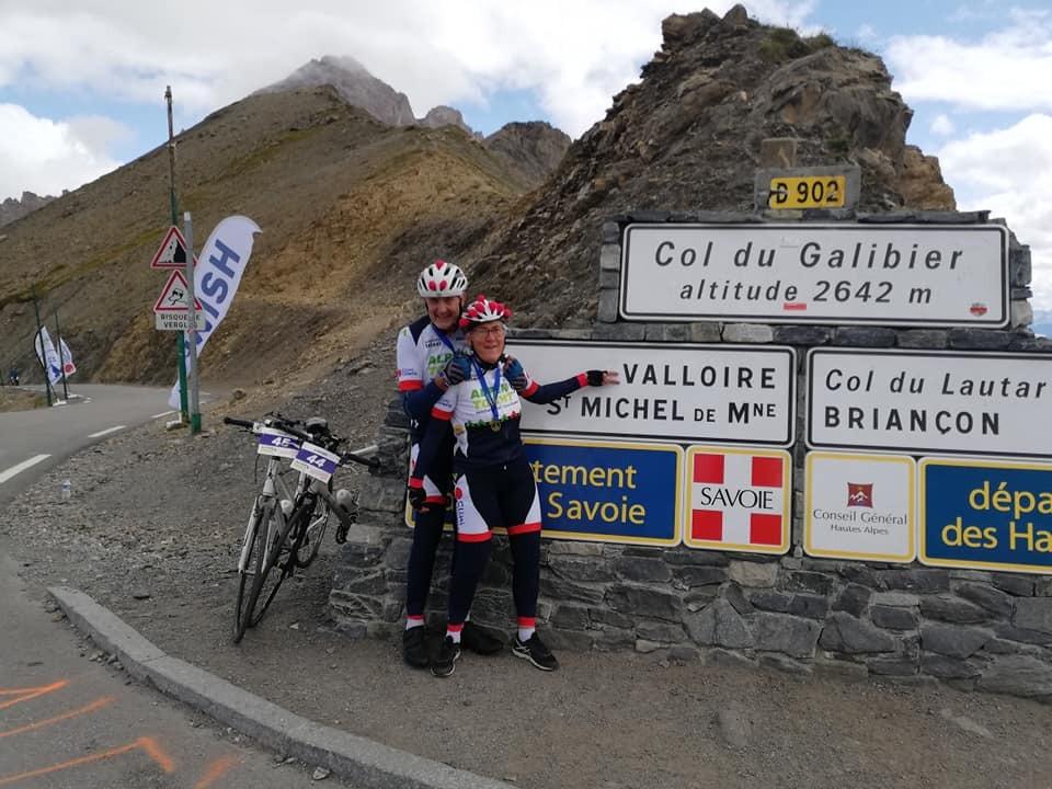 Steffen en Ellis fietsen voor het goede doel