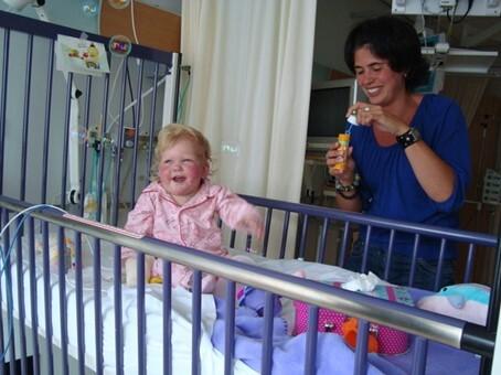 Amy in ziekenhuisbed